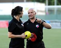 FC UTRECHT :<br /> Trainer Jürgen Schefczyk (R) met Lori Murphy (L)<br /> Foto Dirk Vuylsteke / nikonpro.be