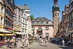 Deutschland, Rheinland-Pfalz, Moseltal, Cochem an der Mosel: Marktplatz mit St. Martinkirche und Rathaus | Germany, Rhineland-Palatinate, Moselle Valley, Cochem: market square with church St. Martin and Townhall