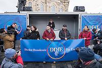"""Etwa 1.000 Menschen kamen am Sonntag den 8. Februar 2015 in Dresden zu einer Kundgebung der Pegida-Abspaltung """"Direkte Demokratie fuer Europa"""" DDfE. Angemeldet hatten die Veranstalter eine Versammlung mit 5.000 Menschen. Die Redner rechtfertigten die Abspaltung von Pegida mit politischen Differenzen, wenngleich sie indirekt dazu aufriefen sich am kommenden Tag an der Pegida-Veranstaltung zu beteiligen. In den Reden wurde sich u.a. ueber die Fluechtlingspolitik in Deutschland und ueber eine """"mangelnde Einbeziehung des Volkes"""" in politische Entscheidungen beklagt.<br /> Im Bild 2.vl.: Rene Jahn, ehem. Pegida-Gruendungsmitglied und jetzt DDfE-Gruender.<br /> 8.2.2015, Dresden<br /> Copyright: Christian-Ditsch.de<br /> [Inhaltsveraendernde Manipulation des Fotos nur nach ausdruecklicher Genehmigung des Fotografen. Vereinbarungen ueber Abtretung von Persoenlichkeitsrechten/Model Release der abgebildeten Person/Personen liegen nicht vor. NO MODEL RELEASE! Nur fuer Redaktionelle Zwecke. Don't publish without copyright Christian-Ditsch.de, Veroeffentlichung nur mit Fotografennennung, sowie gegen Honorar, MwSt. und Beleg. Konto: I N G - D i B a, IBAN DE58500105175400192269, BIC INGDDEFFXXX, Kontakt: post@christian-ditsch.de<br /> Bei der Bearbeitung der Dateiinformationen darf die Urheberkennzeichnung in den EXIF- und  IPTC-Daten nicht entfernt werden, diese sind in digitalen Medien nach §95c UrhG rechtlich geschuetzt. Der Urhebervermerk wird gemaess §13 UrhG verlangt.]"""