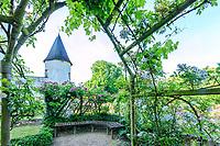 France, Indre-et-Loire, Lémeré, jardins et château du Riveau au printemps,