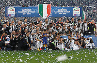 Calcio, Serie A: Juventus vs Napoli. Torino, Juventus Stadium, 23 maggio 2015. <br /> Juventus players celebrate the victory of the Scudetto at the end of the Italian Serie A football match between Juventus and Napoli at Turin's Juventus Stadium, 23 May 2015.<br /> UPDATE IMAGES PRESS/Isabella Bonotto