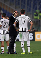 Calcio, Serie A: Lazio vs Juventus. Roma, stadio Olimpico, 4 dicembre 2015.<br /> Juventus coach Massimiliano Allegri, center, gives indications to his player Mario Mandzukic during the Italian Serie A football match between Lazio and Juventus at Rome's Olympic stadium, 4 December 2015.<br /> UPDATE IMAGES PRESS/Isabella Bonotto