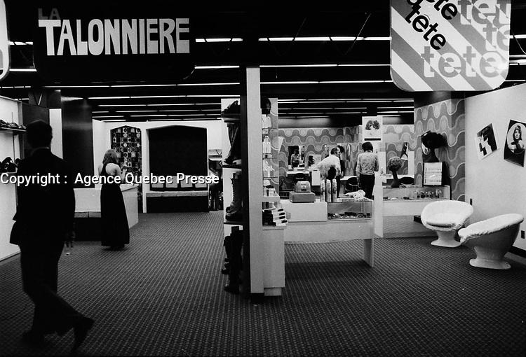 Commerces dans la PLace Bonaventure,<br />  Mars 1973. (date exacte inconnue)<br /> <br /> PHOTO  : Agence Quebec Presse - Alain Renaud