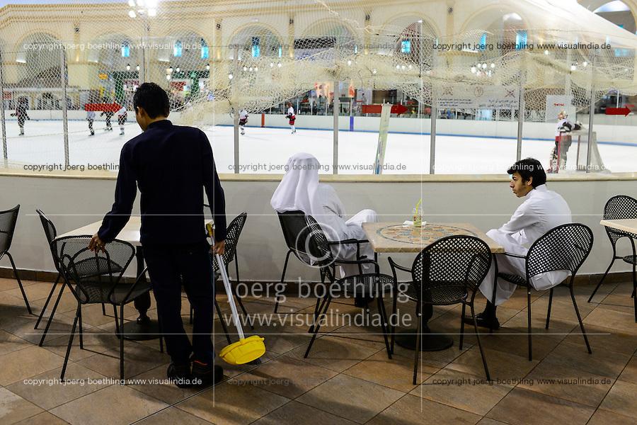 QATAR, Doha, Aspire Zone, Villaggio Shopping Mall with ice skating ground, sheikhs observing ice hockey game, migrant worker doing cleaning job / KATAR, Doha, shopping mall mit Schlittschuhbahn, Eishockey Spiel