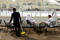QATAR, Doha, Aspire Zone, Villaggio Shopping Mall with ice skating ground, sheikhs observing ice hockey game, migrant worker doing cleaning job / KATAR, Doha, shopping mall mit Schlittschuhbahn, Eishockey Spiel