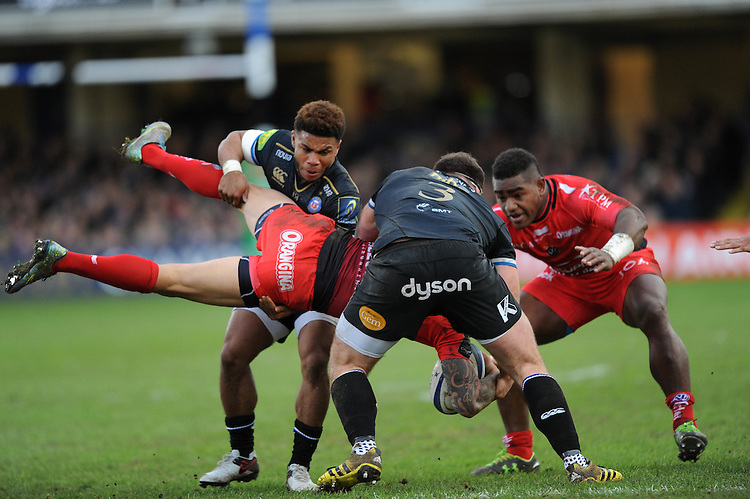 Kyle Eastmond and Henry Thomas of Bath Rugby appear to spear tackle Quade Cooper, of RC Toulon but is not penalised during the European Rugby Champions Cup match between Bath Rugby and RC Toulon - 23/01/2016 - The Recreation Ground, Bath Mandatory Credit: Rob Munro/Stewart Communications