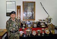 - Royal Army, 6th rifle Gurka Regiment, officers club....- Royal Army, sesto reggimento fucilieri Gurka, circolo ufficiali