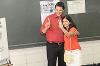 ATENCAO EDITOR: FOTO EMBARGADA PARA VEICULOS INTERNACIONAIS. SAO PAULO, SP 28 DE OUTUBRO DE 2012 - Candidato Fernando Haddad vota, acompanhado da filha, na Universidade Ibirapuera, regiao sul da capital, no inicio da tarde deste domingo de eleicoesl. FOTO: ALEXANDRE MOREIRA/BRAZIL PHOTO PRESS