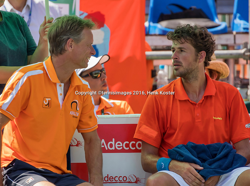 Moscow, Russia, 17 th July, 2016, Tennis,  Davis Cup Russia-Netherlands, Robin Haase (NED) and captain Jan Siemerink on the bench<br /> Photo: Henk Koster/tennisimages.com
