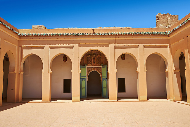 Arabesque courtyard  of the  Alaouite Ksar Fida built by Moulay Ismaïl the second ruler of the Moroccan Alaouite dynasty ( reigned 1672–1727 ). Residence of the Khalifa or Caid of Tafilalet until 1965. Tafilalet Oasis, near Rissini, Morocco