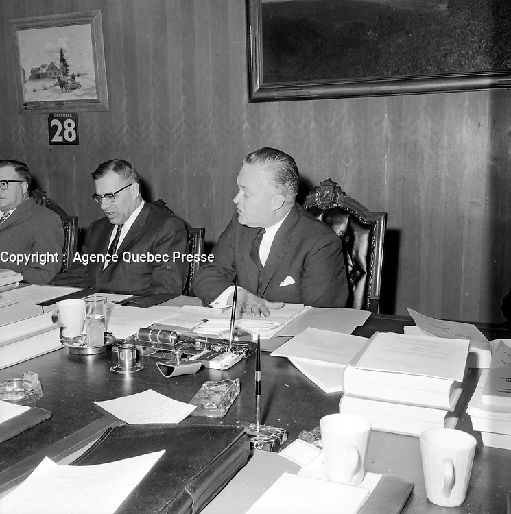 L' Offre du gouvernement Jean Lesage aux actionnaires des compagnies d'electricite<br /> , le 28 décembre 1962<br /> <br /> Photographe: Photo Moderne<br /> - Agence Quebec Presse