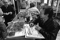 - Milan, policy shop for soccer pools game (November 1990)<br /> <br /> - Milano, ricevitoria per il gioco del totocalcio (novembre 1990)