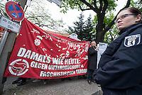 """Etwa 150 Menschen protestierten am Donnerstag den 8. Mai 2015 in Berlin-Karlshorst gegen eine Kundgenbung der rechtsradikalen NPD. Ca. 45 Neonazis hielten unweit des Kapitulationsmuseum eine Kundgebung anlaesslich des 70. Jahrestages der Befreiung Deutschlands vom Nationalsizialismus ab. Sie feierten in Reden die Helden der Wehrmacht und behaupteten, die Allierten haetten nach der Kapitulation ueber 1 Million Deutsche ermordet und der """"Voelkermord"""" ginge heute durch Einwanderung weiter.<br /> 8.5.2015, Berlin<br /> Copyright: Christian-Ditsch.de<br /> [Inhaltsveraendernde Manipulation des Fotos nur nach ausdruecklicher Genehmigung des Fotografen. Vereinbarungen ueber Abtretung von Persoenlichkeitsrechten/Model Release der abgebildeten Person/Personen liegen nicht vor. NO MODEL RELEASE! Nur fuer Redaktionelle Zwecke. Don't publish without copyright Christian-Ditsch.de, Veroeffentlichung nur mit Fotografennennung, sowie gegen Honorar, MwSt. und Beleg. Konto: I N G - D i B a, IBAN DE58500105175400192269, BIC INGDDEFFXXX, Kontakt: post@christian-ditsch.de<br /> Bei der Bearbeitung der Dateiinformationen darf die Urheberkennzeichnung in den EXIF- und  IPTC-Daten nicht entfernt werden, diese sind in digitalen Medien nach §95c UrhG rechtlich geschuetzt. Der Urhebervermerk wird gemaess §13 UrhG verlangt.]"""