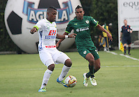 BOGOTA -COLOMBIA, 17-07-2016. Amaury Torralvo (Der.) jugador de La Equidad  disputa el balón con Manuel Berrio (Izq.) del Huila  durante encuentro  por la fecha 4 de la Liga Aguila II 2016 disputado en el estadio Metropolitano de Techo./ Amaury Torralvo (R) player of La Equidad fights for the ball with Manuel Berrio (L) player of Huila during match for the date 4 of the Aguila League II 2016 played at Nemesio Camacho El Campin stadium . Photo:VizzorImage / Felipe Caicedo  / Staff