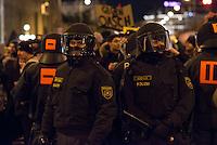 Bis zu 10.000 Menschen protestierten am Freitag den 30. Januar 2015 in Wien gegen den Akademikerball der rechten FPOe, der zum dritten Mal in der Wiener Hofburg stattfand. Bei den Protesten kam es zu kleineren Rangeleien zwischen Polizei und Ballgegnern, bei denen vereinzelt auch Feuerwerkskoerper und Gegenstaende geworfen wurden. Die Polizei nahm lt. eigenen Angaben 35 Personen fest.<br /> Im Bild: Vermummte Mitglieder der Polizei-Sondereinsatzgruppe WEGA.<br /> 30.1.2015, Wien<br /> Copyright: Christian-Ditsch.de<br /> [Inhaltsveraendernde Manipulation des Fotos nur nach ausdruecklicher Genehmigung des Fotografen. Vereinbarungen ueber Abtretung von Persoenlichkeitsrechten/Model Release der abgebildeten Person/Personen liegen nicht vor. NO MODEL RELEASE! Nur fuer Redaktionelle Zwecke. Don't publish without copyright Christian-Ditsch.de, Veroeffentlichung nur mit Fotografennennung, sowie gegen Honorar, MwSt. und Beleg. Konto: I N G - D i B a, IBAN DE58500105175400192269, BIC INGDDEFFXXX, Kontakt: post@christian-ditsch.de<br /> Bei der Bearbeitung der Dateiinformationen darf die Urheberkennzeichnung in den EXIF- und  IPTC-Daten nicht entfernt werden, diese sind in digitalen Medien nach §95c UrhG rechtlich geschuetzt. Der Urhebervermerk wird gemaess §13 UrhG verlangt.]