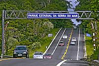Rodovia Mogi-Bertioga. São Paulo. 2006. Foto de Juca Martins.