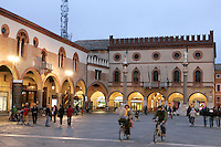 Una veduta di Piazza del Popolo a Ravenna.<br /> Scene in Piazza del Popolo, Ravenna.<br /> UPDATE IMAGES PRESS/Riccardo De Luca