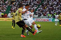 MANIZALES -COLOMBIA, 19-05-2013. Un jugador (I) del Independien Medellin disputa el balón con Andres Osorio ( D) del Patriotas FC durante partido de la fecha 16 Liga Postobón 2013-1./ One player (L ) of Independien Medellin fights for the ball with Andres Osorio ( R ) of Patriotas FC during match of the 16th date of Postobon  League 2013-1. Photo: VizzorImage/JJ Bonilla/STR