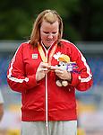 Jennifer Brown, Toronto 2015 - Para Athletics // Para-athlétisme.<br /> Jennifer Brown receives her silver medal for the Women's Discus Throw F37/38/44 Final // Jennifer Brown reçoit sa médaille d'argent pour la finale du lancer du disque féminin F37/38/44. 13/08/2015.