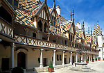 Frankreich, Burgund, Côte d'Or, Beaune, Hôtel-Dieu (Hospices de Beaune) | France, Burgundy, Côte d'Or, Beaune, Hôtel-Dieu (Hospices de Beaune)