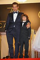 Colin Farrell et Sunny Suljic sur le tapis rouge pour la projection du film MISE A MORT DU CERF SACRE lors du soixante-dixième (70ème) Festival du Film à Cannes, Palais des Festivals et des Congres, Cannes, Sud de la France, lundi 22 mai 2017. Philippe FARJON / VISUAL Press Agency