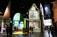 Nederland - Arnhem - 17 december 2017.  Het Nederlands Openluchtmuseum. In het Nederlands Openluchtmuseum in Arnhem is de Canon van Nederland te zien: een overzicht van de hele geschiedenis van ons land. De presentatie toont hoogte- en dieptepunten uit de Nederlandse geschiedenis. Digitale media worden afgewisseld met historische objecten.   Foto Berlinda van Dam / Hollandse Hoogte