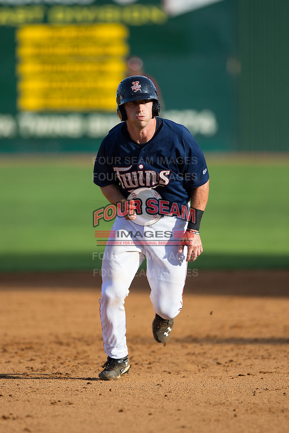 A.J. Murray (22) of the Elizabethton Twins takes off for third base during the game against the Johnson City Cardinals at Joe O'Brien Field on July 11, 2015 in Elizabethton, Tennessee.  The Twins defeated the Cardinals 5-1. (Brian Westerholt/Four Seam Images)