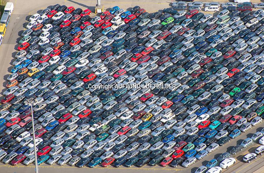 Auto Verladung Hamburg : EUROPA, DEUTSCHLAND, HAMBURG (EUROPE, GERMANY), 13.10.2020: Auto Verladung Hamburg Uni Kai