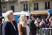 DEPOT DE GERBE DEVANT LA STATUE DE JEANNE D'ARC PLACE SAINT-AUGUSTIN A PARIS