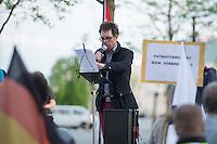 """Baergida Montagsdemonstration in Berlin.<br /> Ca. 150 Anhaenger des Berliner Pegida-Ablegers """"Baergida"""" zogen mit einer Demonstration vom Hauptbahnhof zum Roten Rathaus. Unter den Teilnehmern waren wie immer etwa 30-35 Fussball-Hooligans, sog. """"Reichsbuerger"""", Verschwoerungstheoretiker und Rechtsradikale. Die Demonstranten riefen immer wieder Parolen wie gegen anwesende Journalisten und gegen die Bundesregierung. Ein Journalist, der in der Vorwoche von Baergida-Anhaengern verpruegelt und verletzt wurde, wurde erneut verbal bedroht.<br /> Im Bild: Baergida-Pressesprecher """"Reiner Zufall"""" alias Heribert Eisenhardt vom AfD-Kreisverband Lichtenberg spricht zu den Demonstranten.<br /> 4.5.2015, Berlin<br /> Copyright: Christian-Ditsch.de<br /> [Inhaltsveraendernde Manipulation des Fotos nur nach ausdruecklicher Genehmigung des Fotografen. Vereinbarungen ueber Abtretung von Persoenlichkeitsrechten/Model Release der abgebildeten Person/Personen liegen nicht vor. NO MODEL RELEASE! Nur fuer Redaktionelle Zwecke. Don't publish without copyright Christian-Ditsch.de, Veroeffentlichung nur mit Fotografennennung, sowie gegen Honorar, MwSt. und Beleg. Konto: I N G - D i B a, IBAN DE58500105175400192269, BIC INGDDEFFXXX, Kontakt: post@christian-ditsch.de<br /> Bei der Bearbeitung der Dateiinformationen darf die Urheberkennzeichnung in den EXIF- und  IPTC-Daten nicht entfernt werden, diese sind in digitalen Medien nach §95c UrhG rechtlich geschuetzt. Der Urhebervermerk wird gemaess §13 UrhG verlangt.]"""