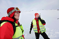 Anestesilege Ann-Elin Tomlinson ved Ål-basen. Redningsmann Åge kirkestuen.  <br /> <br /> Norwegian Air Ambulance helicopter and crew.