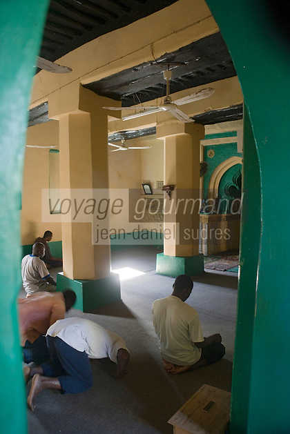 Afrique/Afrique de l'Est/Tanzanie/Zanzibar/Ile Unguja/Kizimkazi: Fidèles en prière dans la plus vieille mosquée de l'Ile - la mosquée shirazie de Dimbani