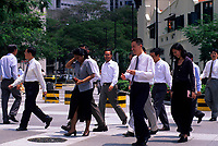SINGAPORE, DOWNTOWN, OFFICE WORKERS ON LUNCH BREAK