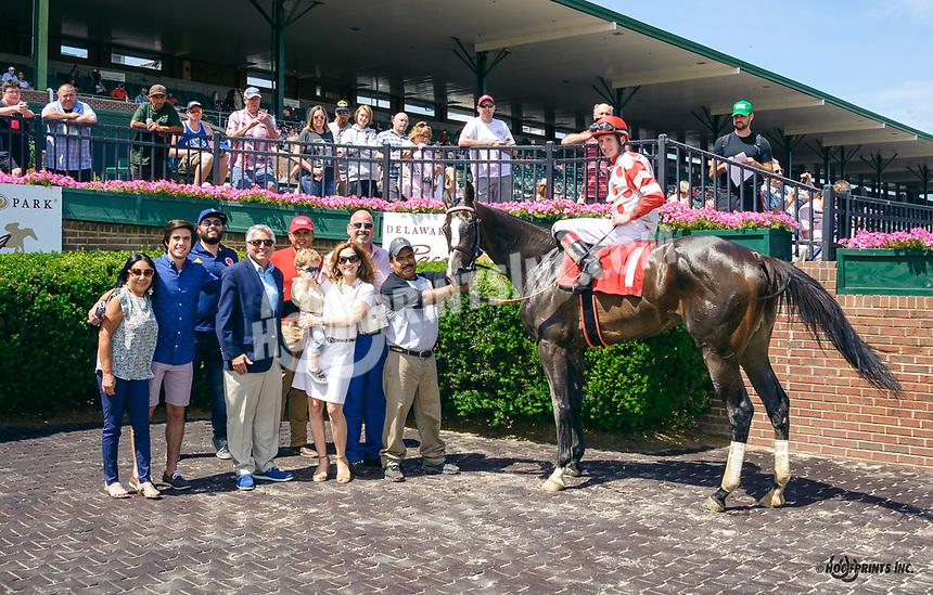She Loves It winning at Delaware Park on 6/15/19