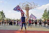 - Milano, Esposizione Mondiale Expo 2015, sbandieratori di Arezzo davanti all'Albero della Vita<br /> <br /> - Milan, the World Exhibition Expo 2015, flag bearers of Arezzo in front of the Tree of Life