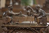 Europe/France/Bourgogne/89/Yonne/Montréal: église collégiale détail des stalles oeuvre des frères Rigolley de Nuits sous Ravière vers 1522 détail representant une scène de boisson