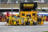 2017 Monster Energy NASCAR Cup Series - Fold of Honor QuikTrip 500<br /> Atlanta Motor Speedway, Hampton, GA USA<br /> Sunday 5 March 2017<br /> Matt Kenseth, DEWALT Flexvolt Toyota Camry pit stop<br /> World Copyright: Barry Cantrell/LAT Images<br /> ref: Digital Image 17ATLbc4810