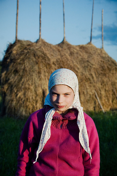 Maria Lopatkova is only 10 years old but in her life she's already faced injustice from her friends so in the future she dreams to be a judge and to punish them. She lives in a smal town Mirniy but all the summer spends with her grandmother in Kenozero