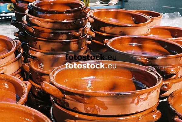 Greixoneras (Greixones) displayed at the farmer's market in Santa Maria del Cami<br /> <br /> Greixoneras (Greixones) en el mercado de Santa Maria del Camí<br /> <br /> Tonschalen auf dem Wochenmarkt von Santa Maria del Camí<br /> <br /> 2698x1808 px<br /> 150 dpi: 45,69 x 30,62 cm<br /> 300 dpi: 22,84 x 15,31 cm<br /> Original: 35 mm