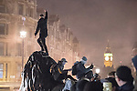 © Joel Goodman - 07973 332324 . 05/11/2016 . London , UK . Supporters of Anonymous , many wearing Guy Fawkes masks , attend the Million Mask March bonfire night demonstration , in Trafalgar Square in central London . Photo credit : Joel Goodman