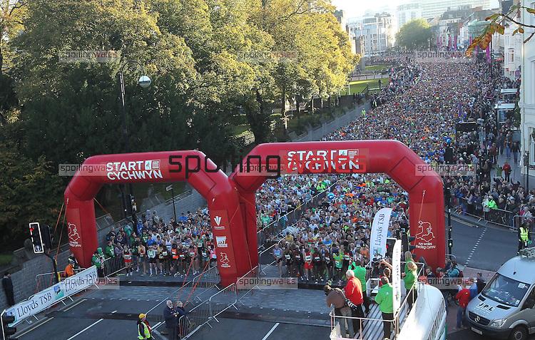 18000 Runners line up to start the Cardiff Half Marathon..14.10.12.CREDIT:  STEVE POPE - SPORTINGWALES