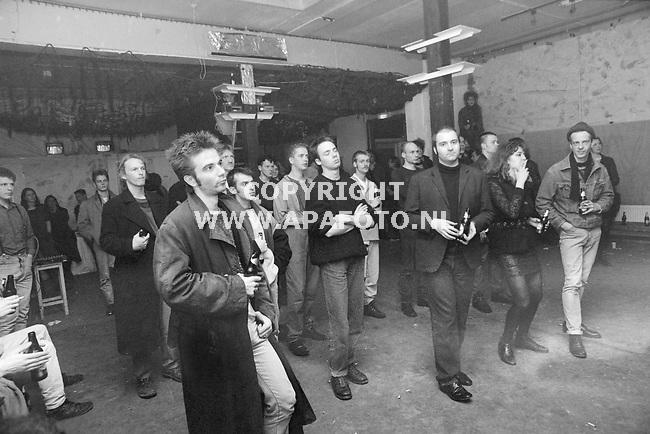 17-12-1990<br />19904326GOUDVISHAL OPTREDEN BURBONESE QUALKARNHEMAPA FOTO