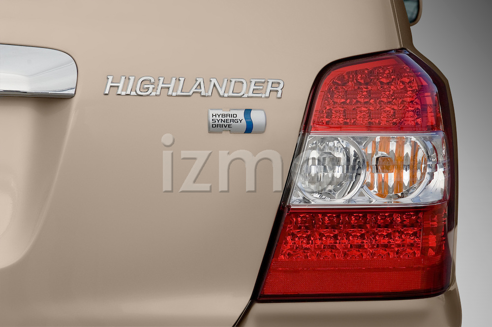 Passenger side rear tailight of a Toyota Highlander Hybrid 2006