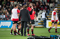 Crusaders head coach Scott Robertson chats to Sam Whitelock during the 2021 Super Rugby Aotearoa final between the Crusaders and Chiefs at Orangetheory Stadium in Christchurch, New Zealand on Saturday, 8 May 2021. Photo: Joe Johnson / lintottphoto.co.nz