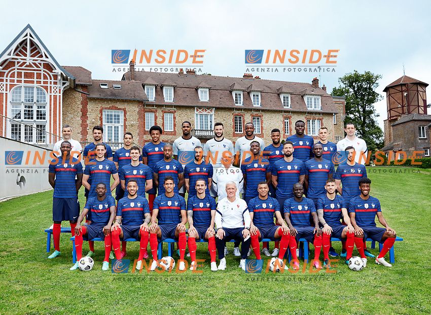 Official picture France Euro 2020 <br /> Gardiens : Hugo Lloris (Tottenham), Steve Mandanda (OM), Mike Maignan (Lille) ;<br /> Defenseurs : Benjamin Pavard (Bayern), Leo Dubois (OL), Raphaël Varane (Real), Kurt Zouma (Chelsea), Presnel Kimpembe (PSG), Clement Lenglet (Barça), Lucas Hernandez (Bayern), Lucas Digne (Everton), Jules Kounde (Seville FC) ;<br /> Milieux : N'Golo Kante (Chelsea), Paul Pogba (Man. United), Adrien Rabiot (Juventus), Corentin Tolisso (Bayern), Moussa Sissoko (Tottenham), Thomas Lemar (Atletico) ;<br /> Attaquants : Marcus Thuram (Mönchengladbach), Kingsley Coman (Bayern), Kylian Mbappe (PSG), Antoine Griezmann (Barça), Olivier Giroud (Chelsea), Karim Benzema (Real), Wissam Ben Yedder (Monaco), Ousmane Dembele (Barça).