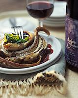 """Europe/France/Pays de la Loire/49/Maine-et-Loire/Béhuard: Fricassée d'anguilles au vin rouge - Recette de Gérard Bosset chef du restaurant """"Les Tonnelles"""""""