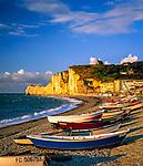 Frankreich, Normandie, Département Seine-Maritime, Etretat: Boote, Strand und Kreidefelsen | France, Normandy, Département Seine-Maritime, Etretat: Beach SceneBoote,