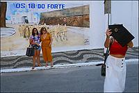 Turistas em visita ao Forte de Copacabana, Rio de Janeiro. 2019. Foto © Juca Martins.