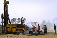 - Blocco del cantiere per la costruzione della seconda centrale nucleare di Trino Vercellese, sabotaggio delle macchine (Ottobre 1986)<br /> <br /> - Block of yard for construction of the second nuclear power station of Trino Vercellese, equipments sabotage (October 1986)