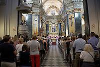 Nice le 15 Juillet 2016 Promenade des Anglais le lieu de l attentat perpÈtrer hier soir juste apres le feu d artifice du 14 Juillet dans la Cathedrale Sainte Reparate Vieux Nice Pour la Messe en homages aux victimes